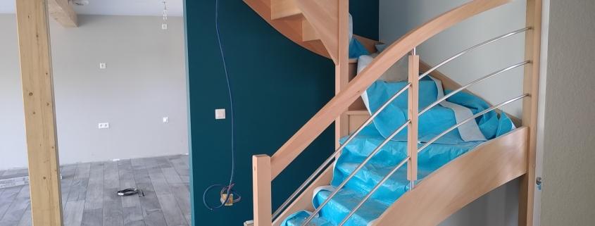 Construction maison ossature bois, escalier bois, intérieur