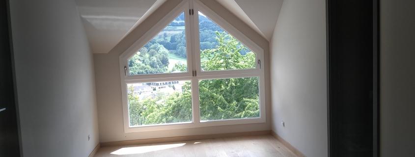 Maison ossature bois, chantier, baie vitée pignon. Constructeur dans le haut rhin, alsace.